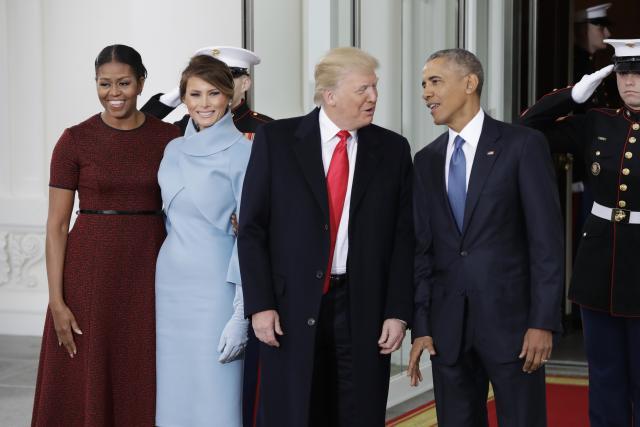 Obama pret Trumpin, Melania një dhuratë për Michele