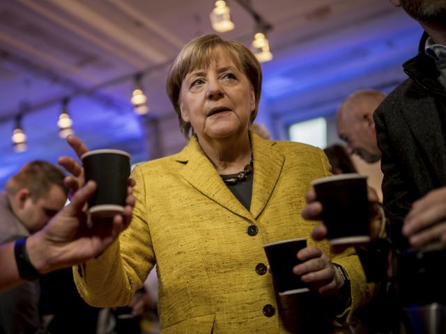 Nesër zgjedhjet në Gjermani. Merkel piu kafen e mbylljes së fushatës.