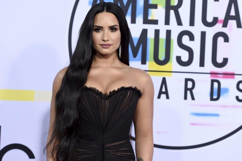 Ylli i Pop-it, Demi Lovato, zgjohet dhe e po e merr veten bashkë me familjen