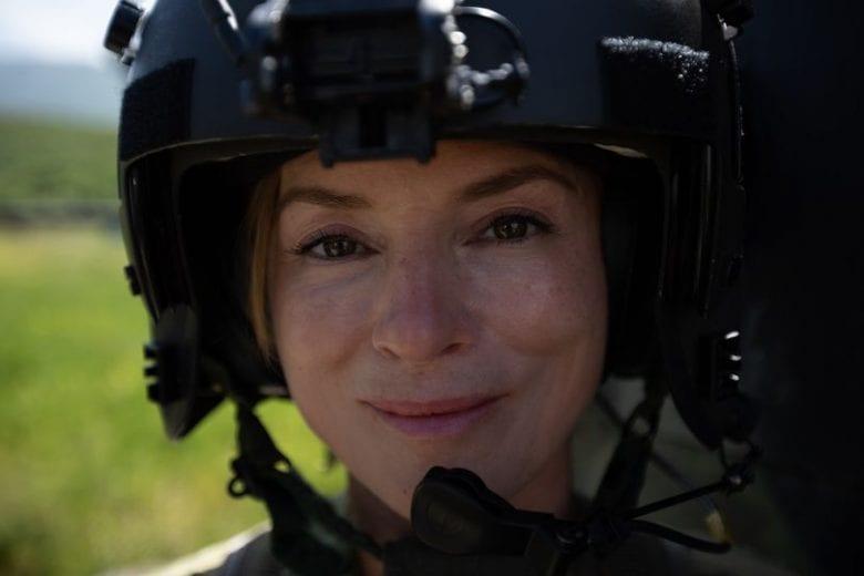 Një refugjate e thjeshtë shqiptare kthehet te bashkë- patriotët si pilote e forcave ajrore amerikane.