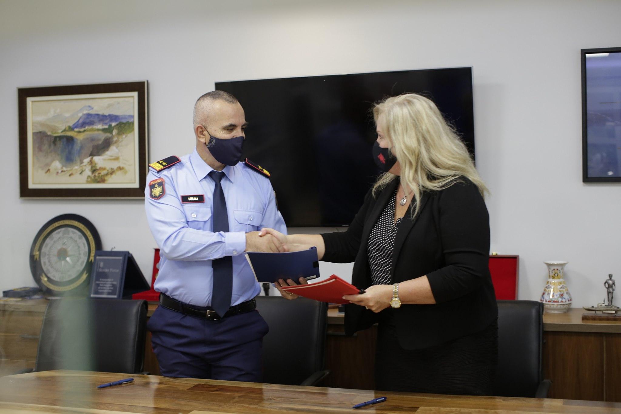 Ambasada amerikane i dhuron Policisë së Shtetit pajisje hetimi